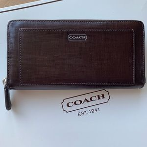 COACH 👛 DARCY PATENT LEATHER ACCORDION ZIP WALLET
